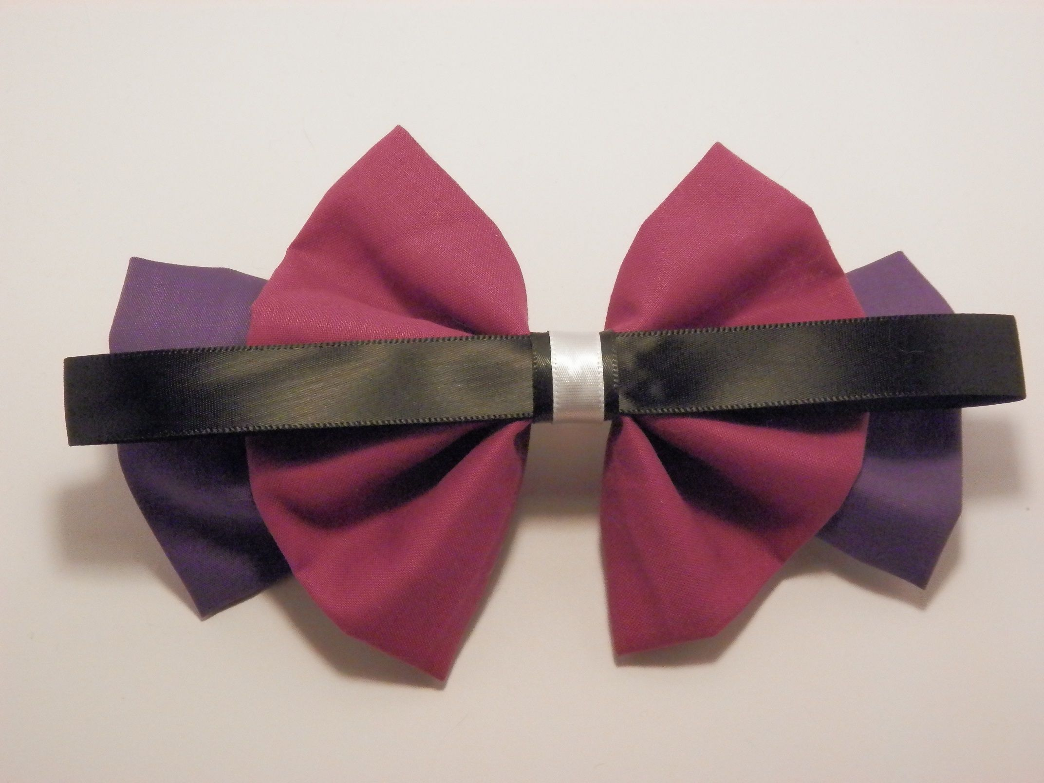 Fabric and Ribbon Hair Bow Inspired by the Free Podcast, Welcome to Night Vale by Common Place Books.  Available to purchase at http://intentionalaccidents.storenvy.com/products/7141724-welcome-to-night-vale-inspired-hair-bow Bow measures 7 in. long x 4.5 in. tall  Choice of three hair clips (Pictured above):  [Please include your choice in the order comments-if you don't choose the bow will come with a French...
