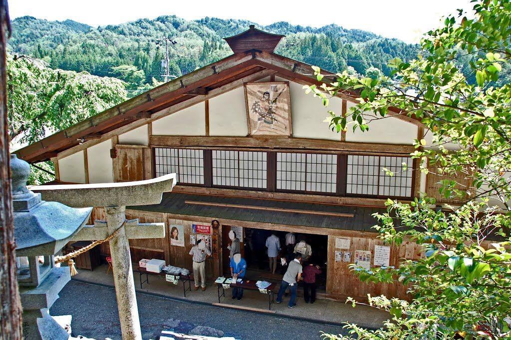 門和佐の舞台白雲座 | Japanese ...