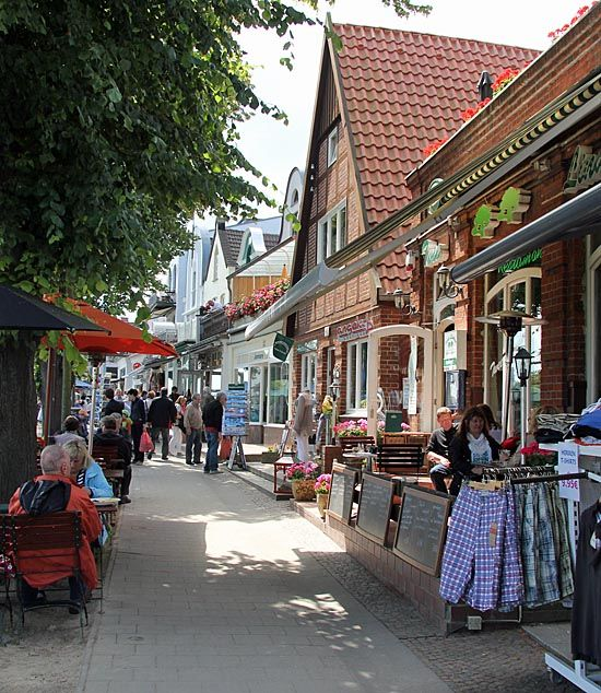 shops on the waterfront in warnemunde germany bucket list in 2018 pinterest deutschland. Black Bedroom Furniture Sets. Home Design Ideas