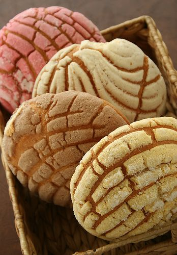 pan dulce : conchas :d | pan dulce, colored sugar and sugaring