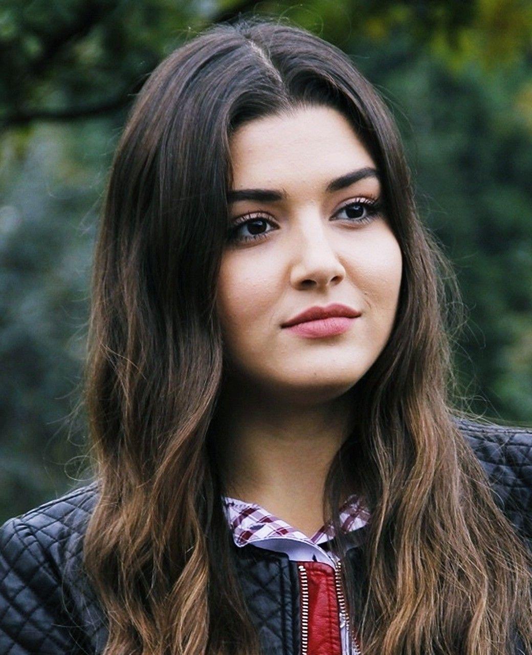 Hande Erçel | Turkish women beautiful, Turkish beauty