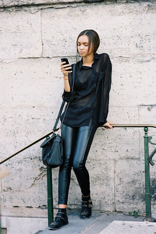#SamanthaArchibald leaning into looking cool. #offduty in Paris. #VanessaJackman