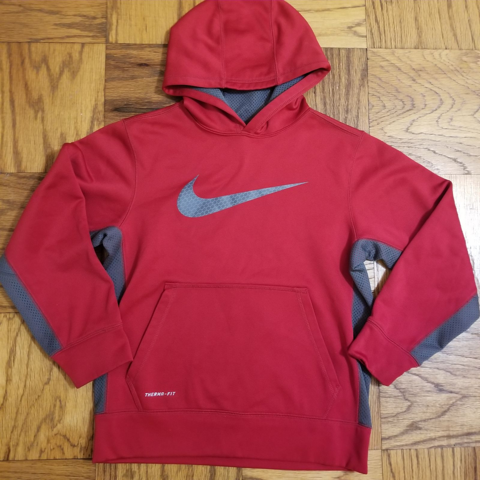 Boy S Therma Fit Hooded Sweatshirt From Nike Size Large Red With Grey Swoosh Logo Across The Chest A Nike Therma Fit Hoodie Workout Hoodie Hooded Sweatshirts [ 1600 x 1600 Pixel ]
