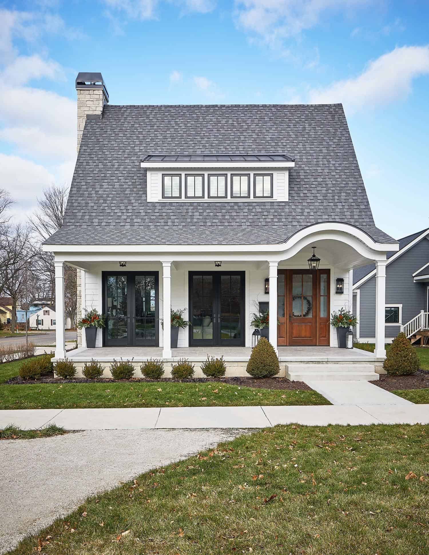 Tour This Delightful Modern Farmhouse With Cozy Details In Michigan In 2020 Modern Farmhouse Craftsman Style Homes House Exterior
