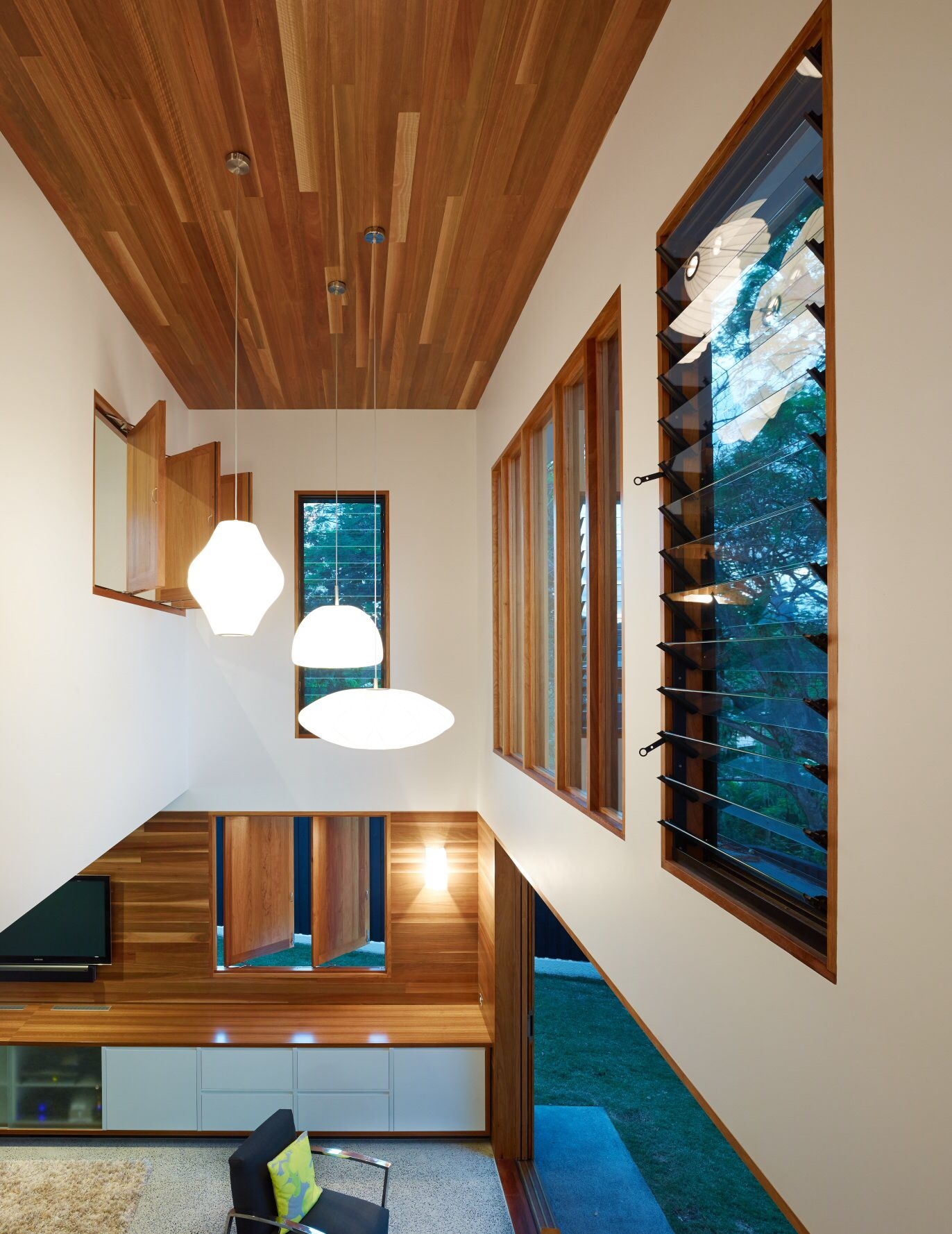 Post PostWar House by Shaun Lockyer Architects Brisbane Australia