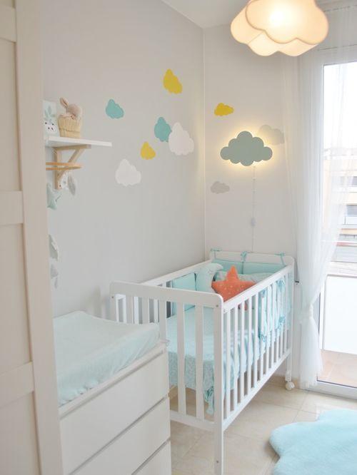 Cette Photo Montre Une Petite Chambre De Bebe Neutre Tendance Avec