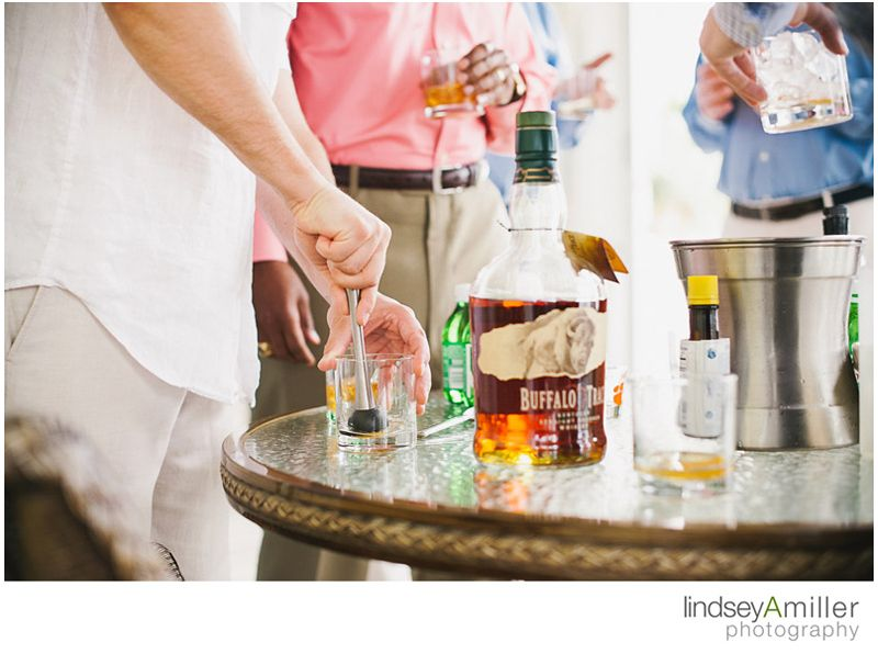 groomsmen bourbon cocktail hour // photography by: lindseyamiller.com