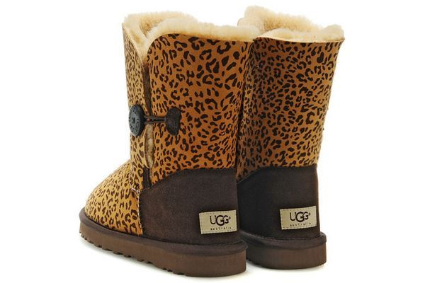 Ugg Bailey Button Chestnut03 Sale. Some less than $100 OMG! Holy cow, I am gonna love this site!