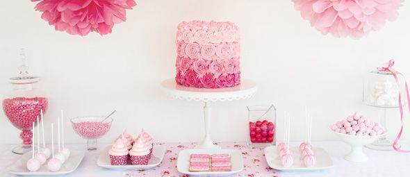 Theme: Rosa - with fondant cake, cup cakes, cake pops und sweets
