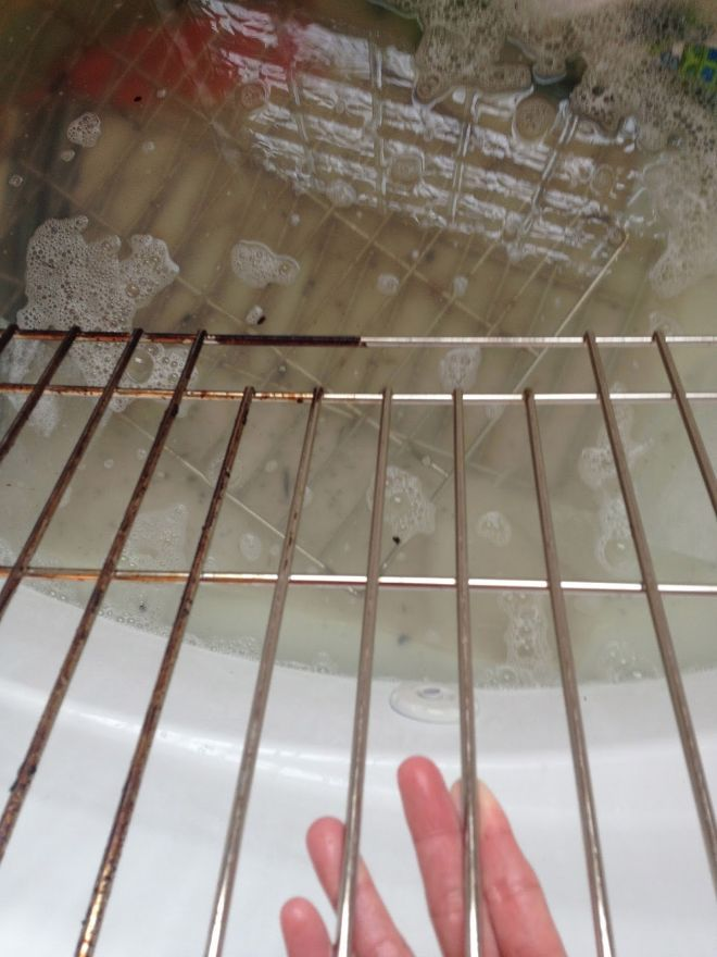 How To Clean Oven Racks In The Bathtub Appliances Cleaning Tips