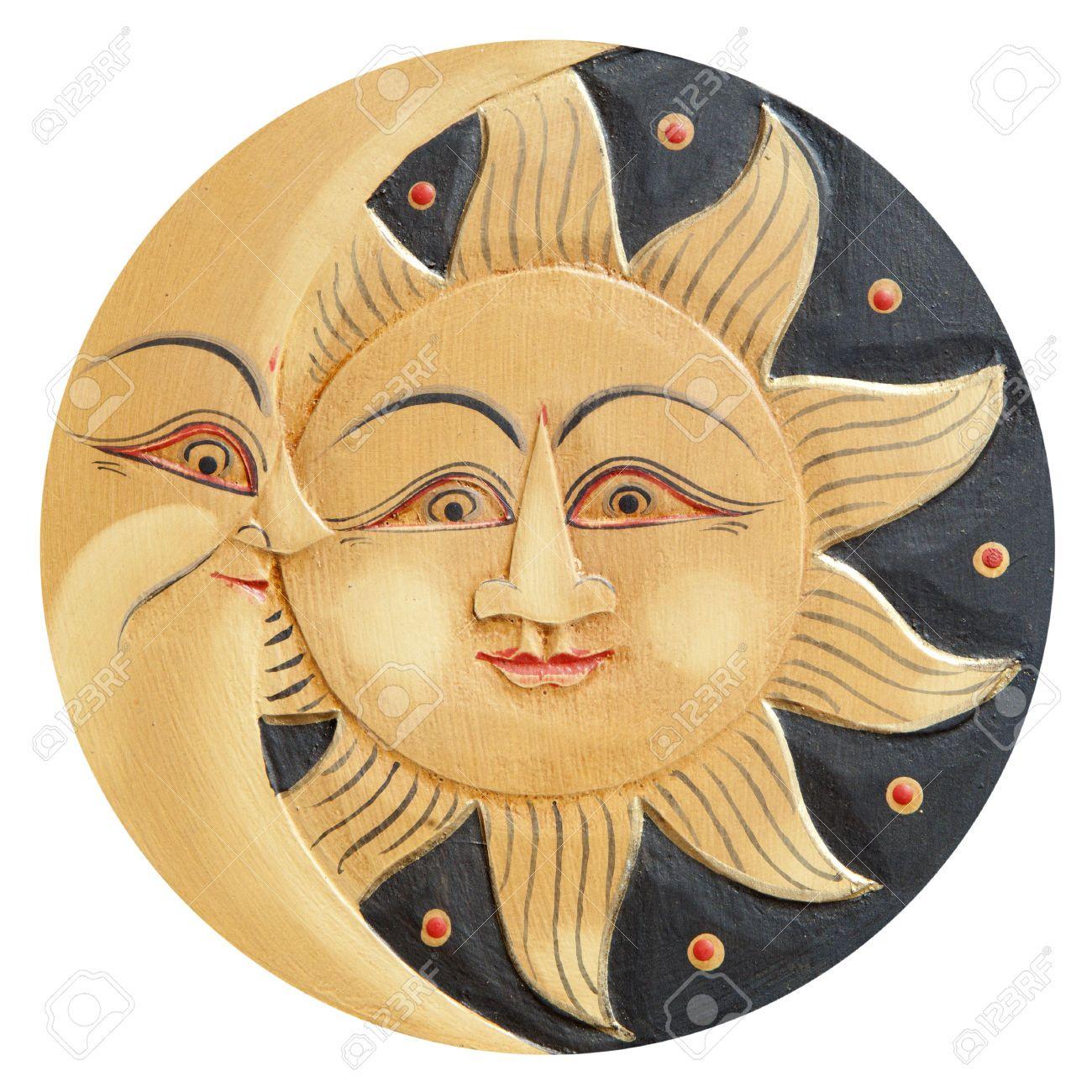 Sol y luna perfiles, antigua de madera tallada, aislado en un
