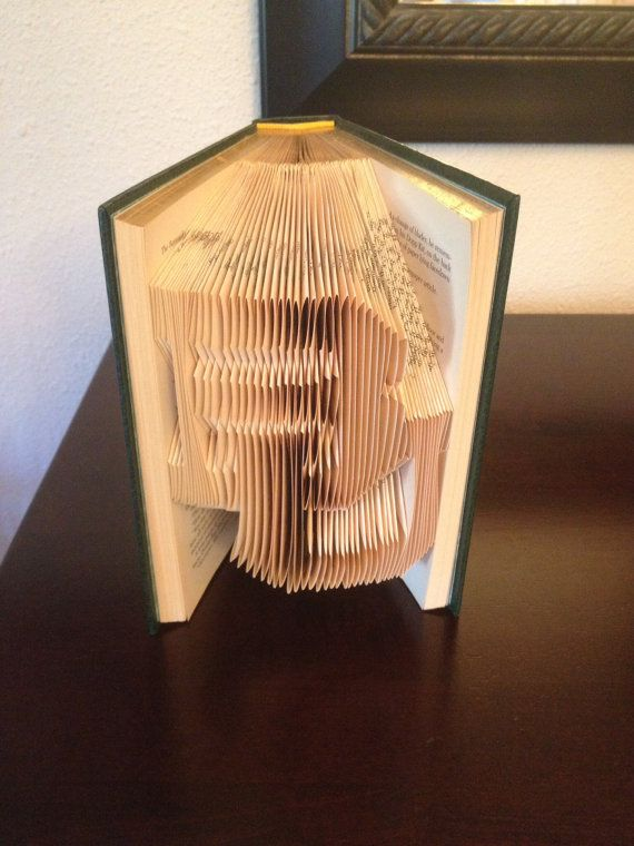 A repurposed book with BU folded into the pages. What a unique way to show your Baylor spirit!