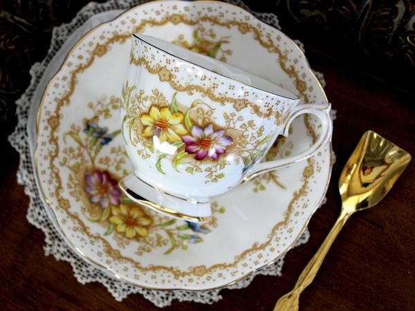 Royal Albert Gem, Teacup and Saucer, Hand Painted, English Bone China A stunning set from the highly collectible Royal Albert Company - Beautifully balanced cup