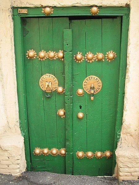 green painted wood doors with gold hardware in stone building in China. & Pin by Maria Victoria Gonzalez Santos on Puertas precioas ... pezcame.com