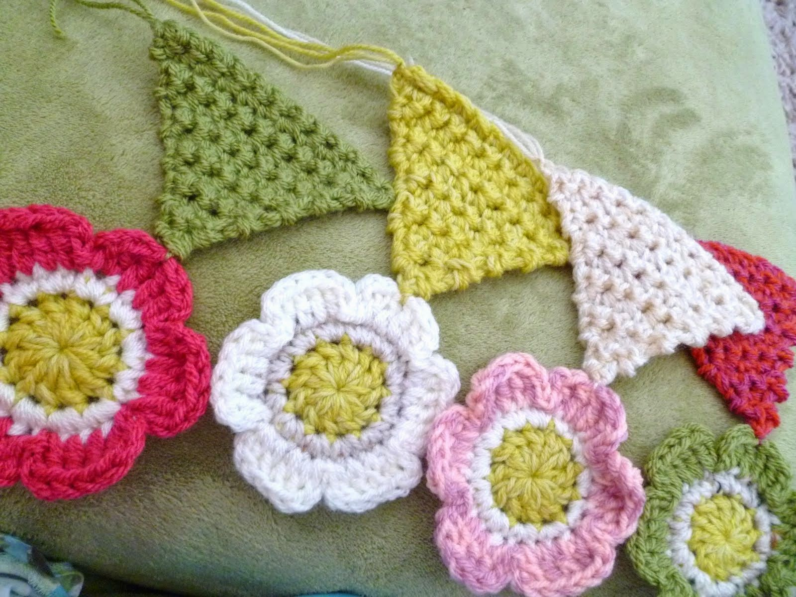 Triangle and Flower Pattern | Banderines Crochet | Pinterest ...
