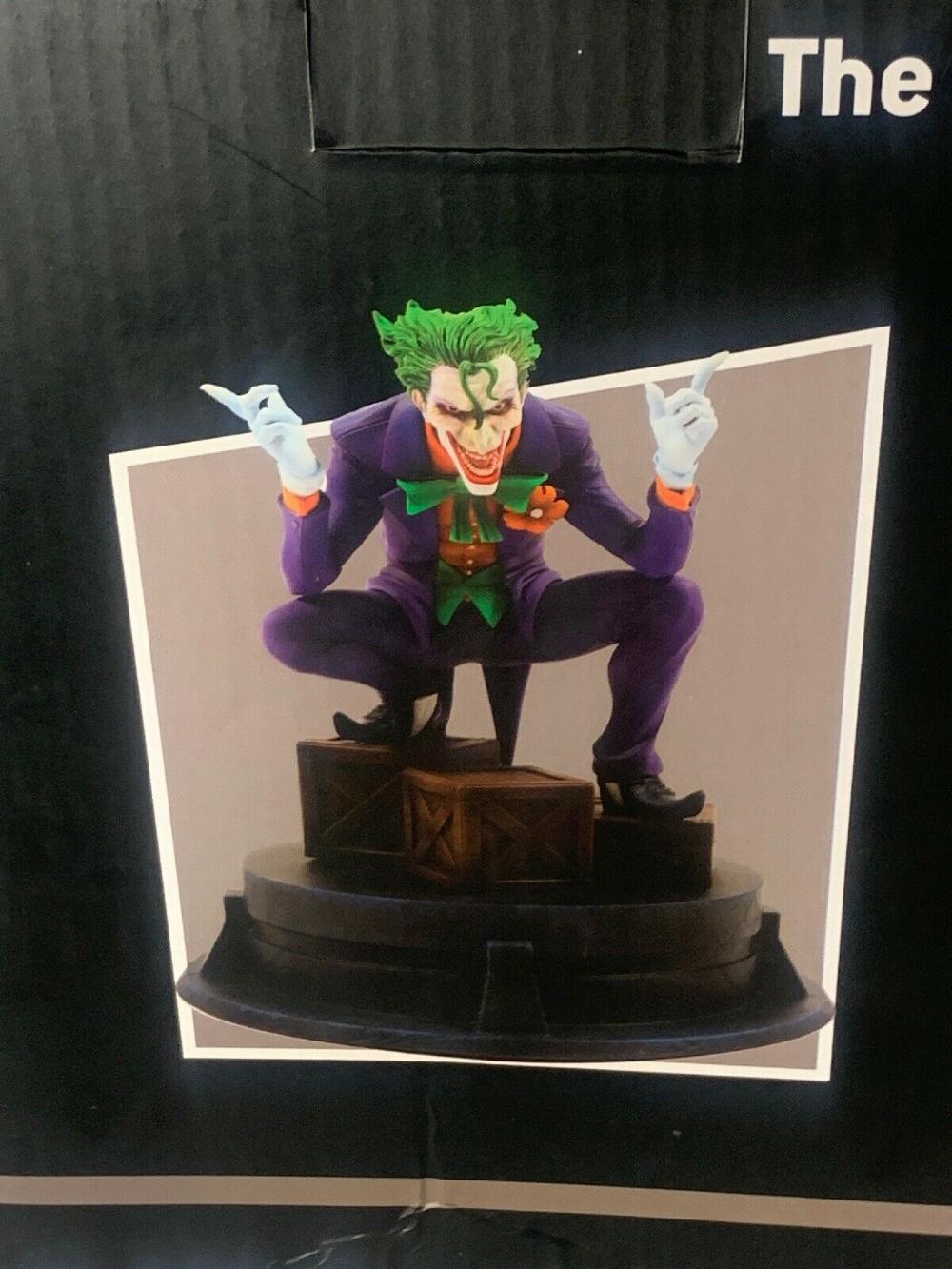 Joker Batman Hush By Jim Lee Statue Batman Joker Joker Batman Hush