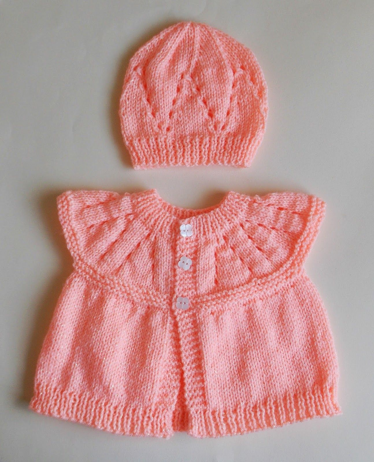 A very quick project - and - No Sewing Up! I have been knitting ...