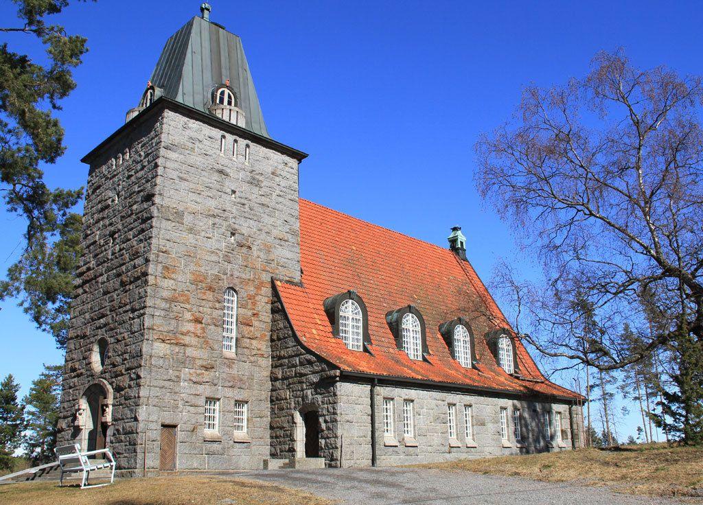 Karkun kirkko Sastamalassa on toiminut punaisten linnoituksena sodassa.