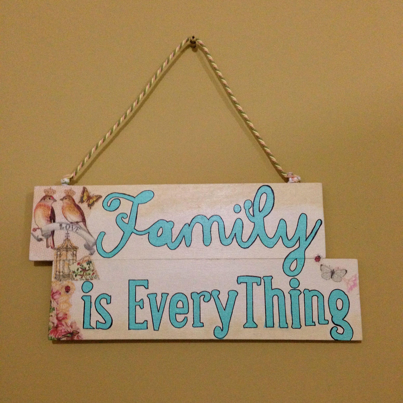 Family is Everything.. Cuadro decorativo hecho a mano con madera balsa y letras pintadas con pintura acrílica. La decoración es técnica de decoupage