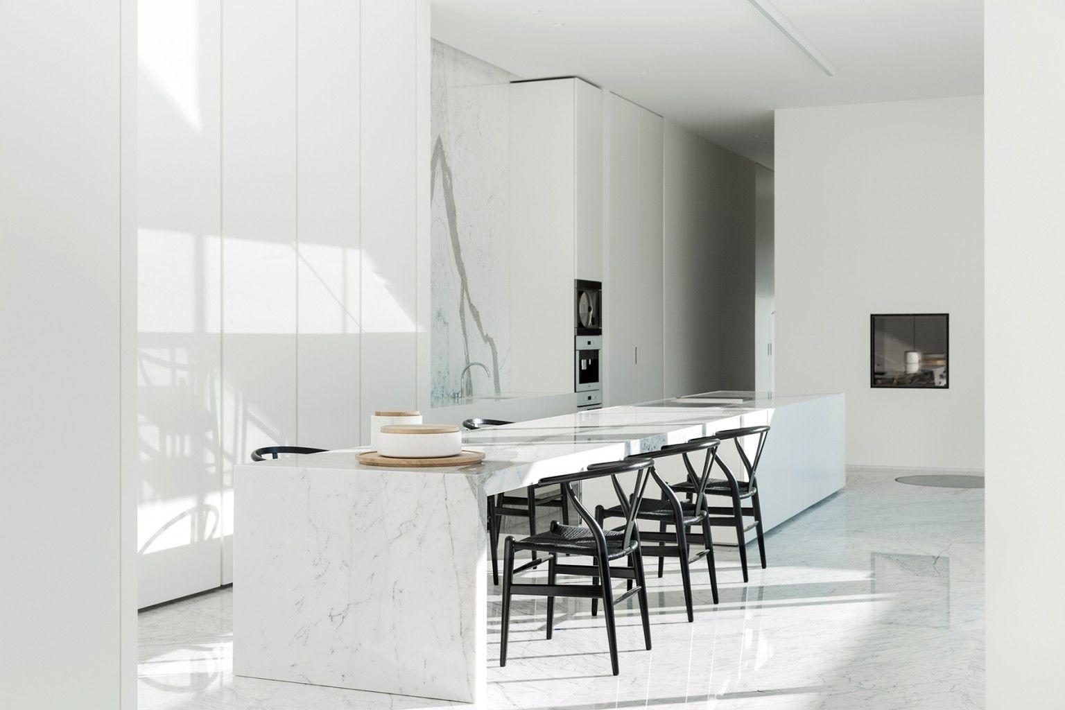 Villa B - Il Granito natuursteen Photography: Tineke De Vos Comedor sillas encimera