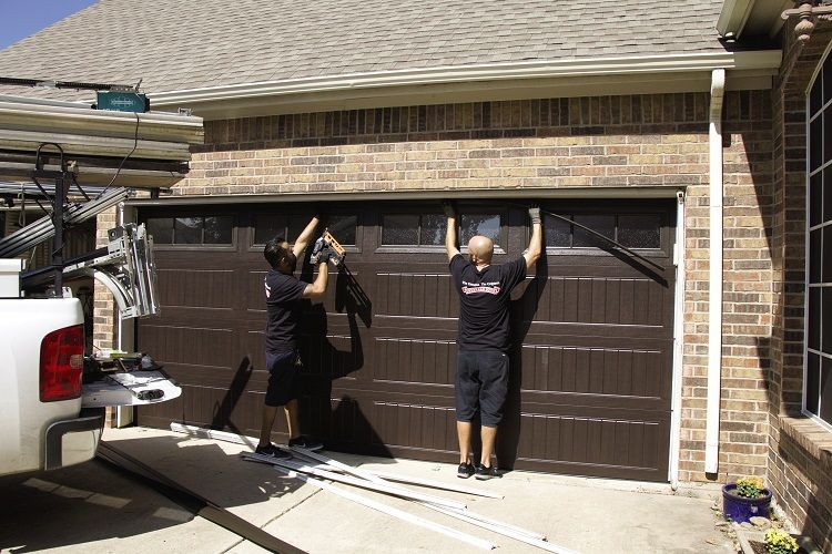 Must Know Things About Garage Door Damage Repair And Hire Garage Door Repair Service Garage Door Repair Garage Service Door