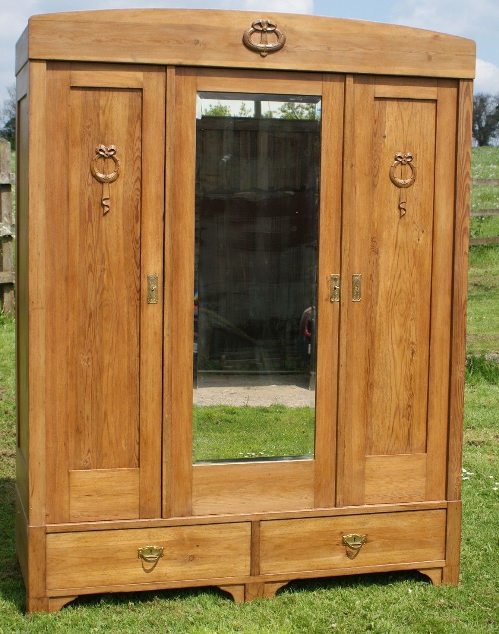 Charmant A 19th CENTURY LARGE ANTIQUE GERMAN SOLID PINE ARMOIRE WARDROBE