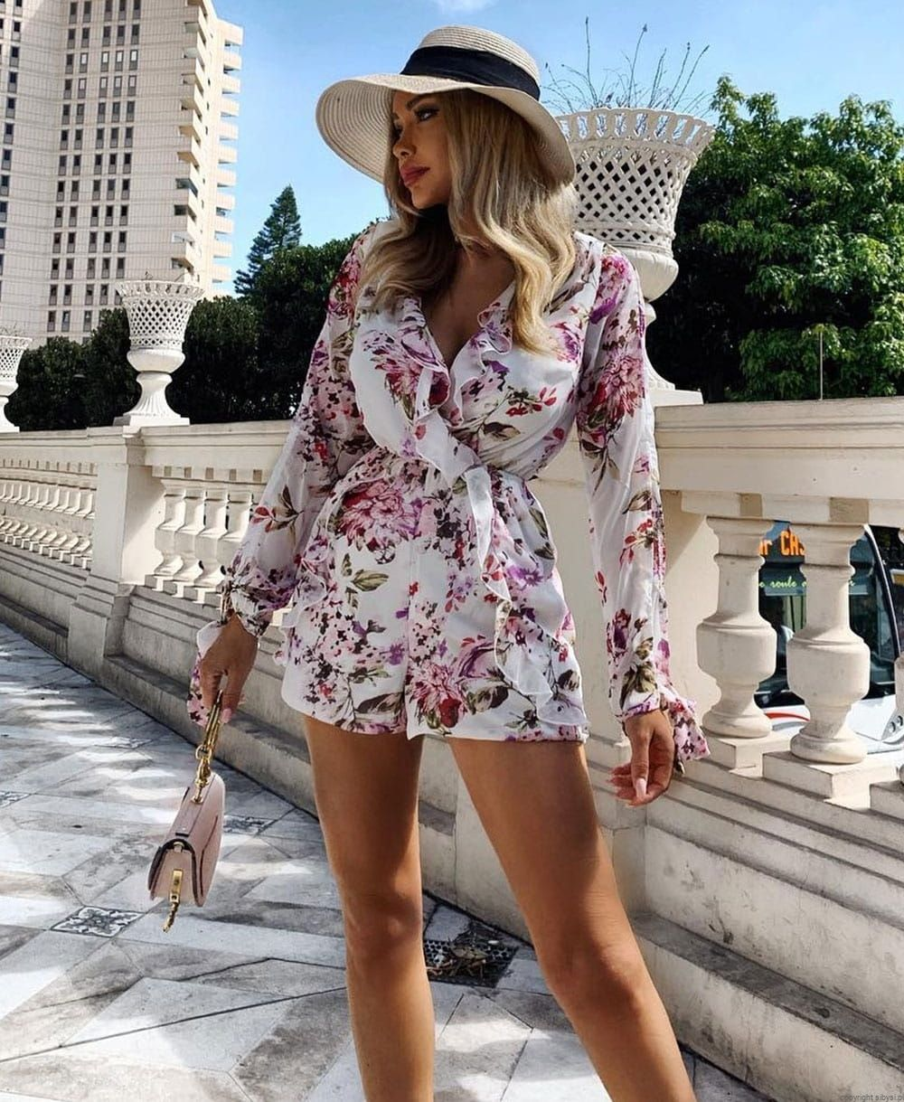 Krotki Kombinezon W Kwiaty Paris Floral Playsuit Playsuit Outfits