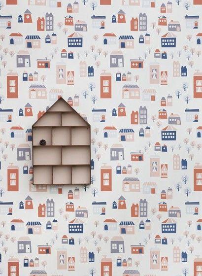 Kindertapete The Village Von Ferm Living Zeigt Midcentury Hausmotive.  #skandinavisch #design #tapezieren #vintage