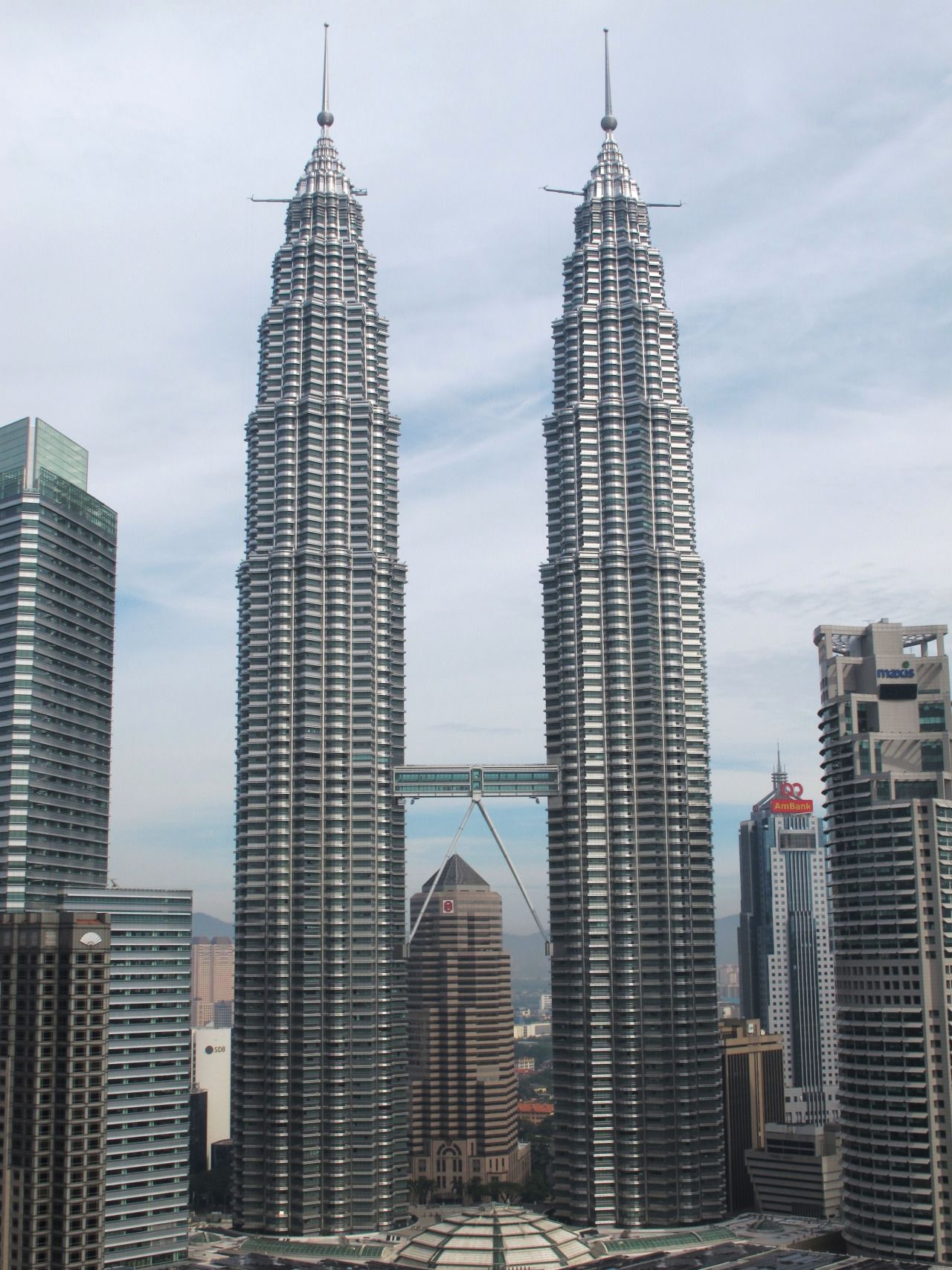 Petronas Towers Kuala Lumpur Malaysia By Amazing Places Famous Buildings Amazing Architecture Petronas Towers