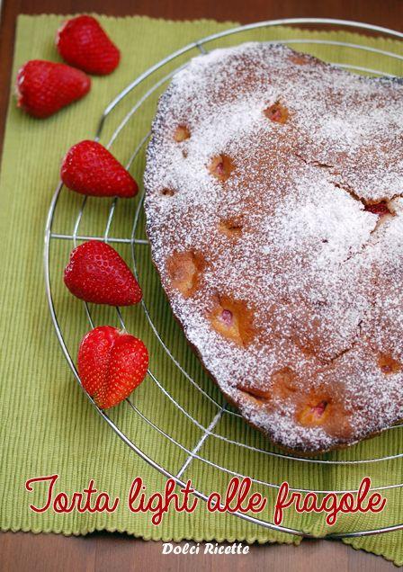 Torta light alle fragole #tortalight #tortasenzaburro #tortaallefragole.