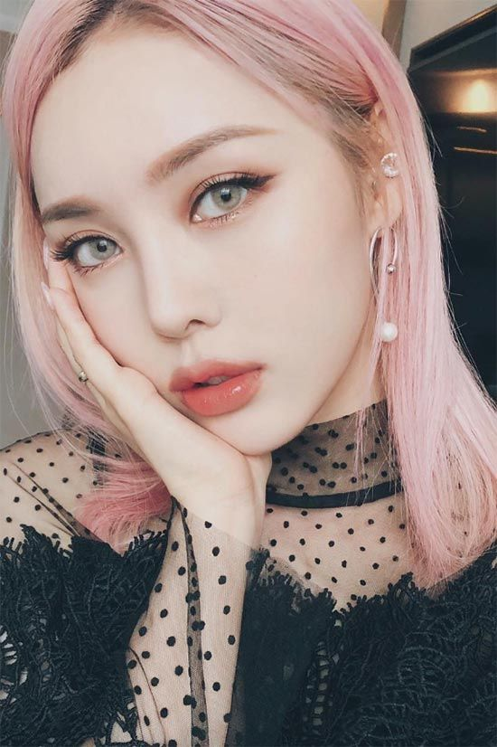 Korean Makeup Guide: Korean Cosmetics Tips & Products to Try - Glowsly #kbeauty #makeup #makeuplooks #koreanmakeup #beauty