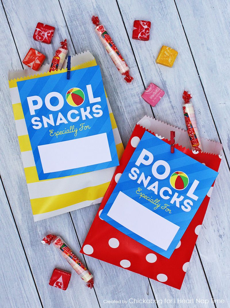 Pool party snack bag free printable tag. Love the polka dots and stripes