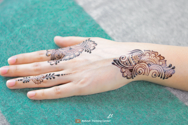 نقش الحناء فيديو سهل و جميل نقش الحناء خطوة بخطوة نقش الحناء البسيط Henna Hand Tattoo Hand Henna Hand Tattoos