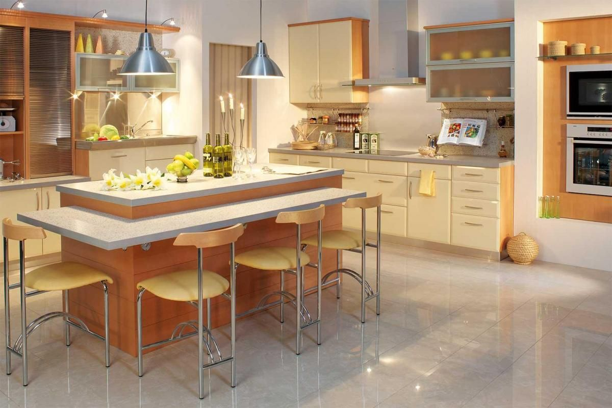 Spectacular Lamps Chairs And Barplot In Spacious Kitchen | keuken ...