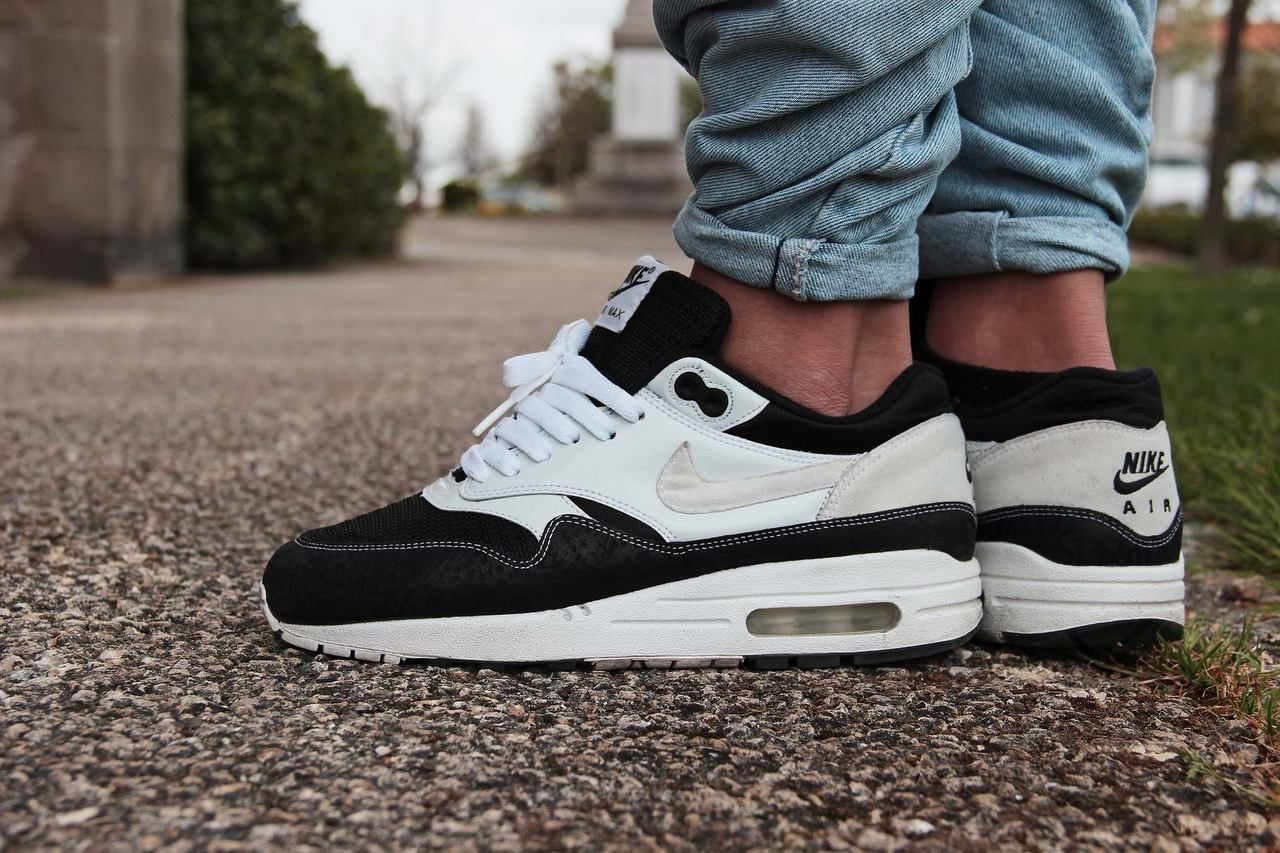 nike air max 1 black black crochet