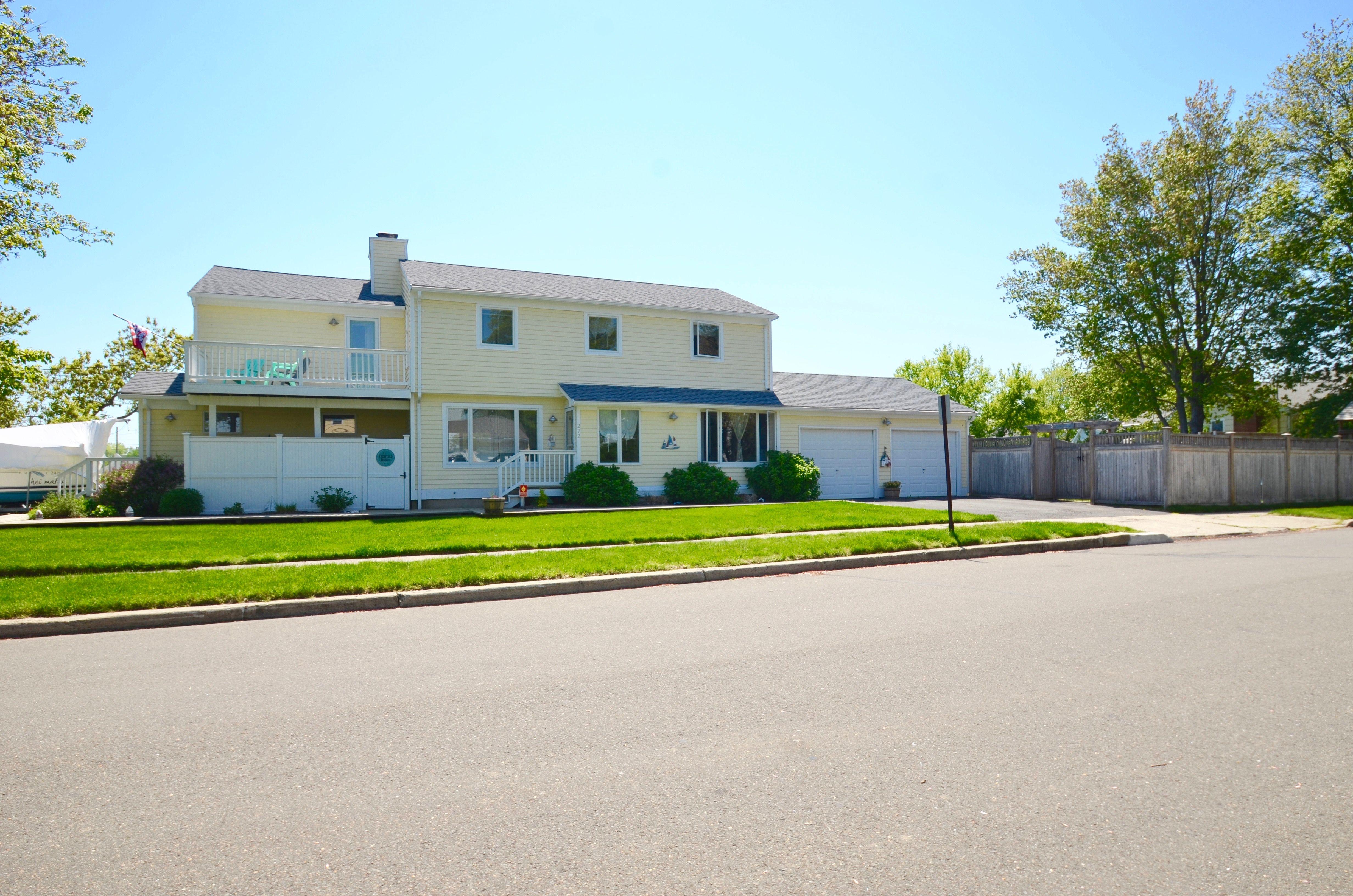 Sold By Jackie Davis 272 Fairfield Beach Road Fairfield Ct Fairfield Beach Beach Road House Styles
