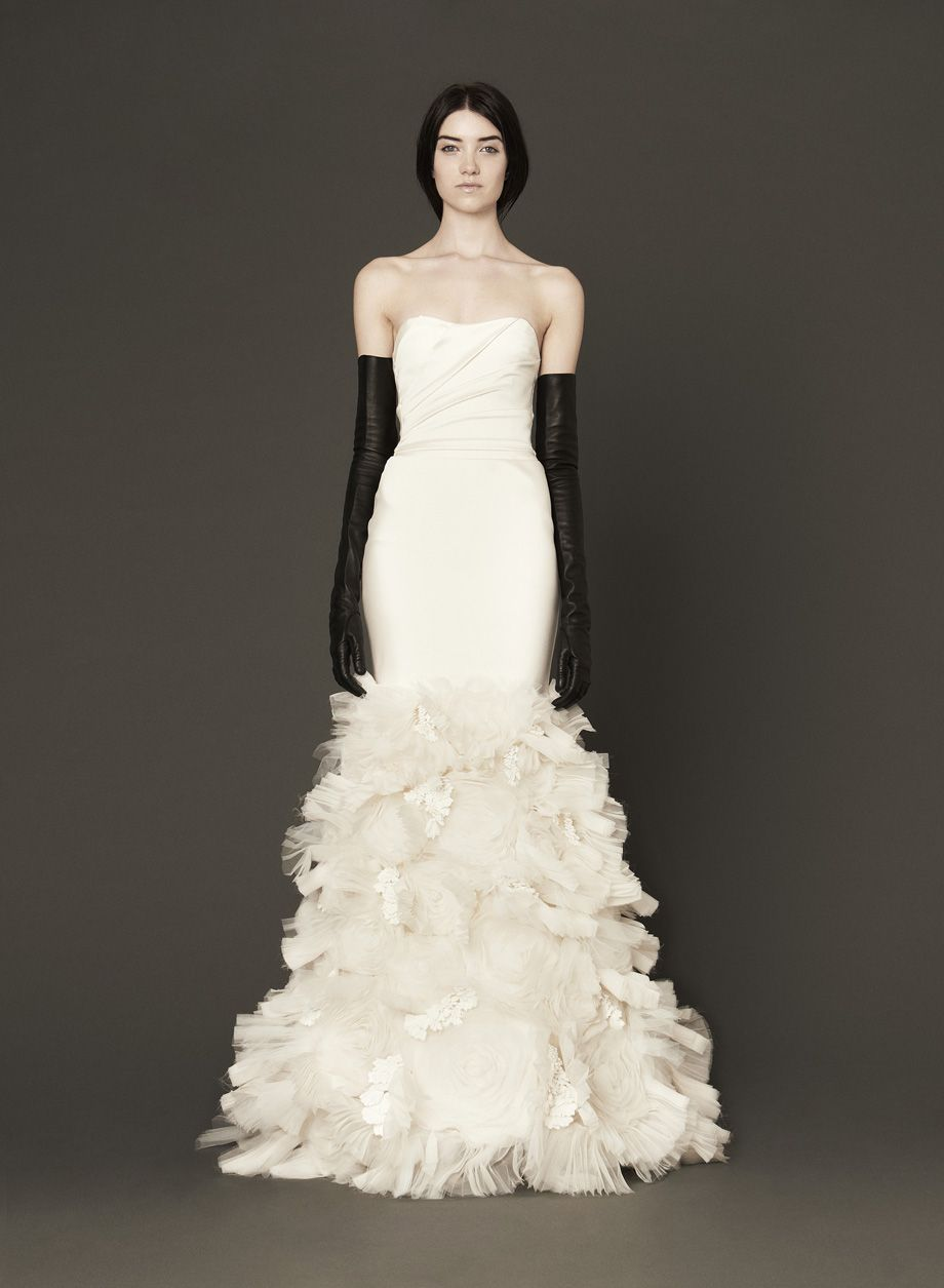 b259133ca6 Incredible ruffled Vera Wang wedding dress