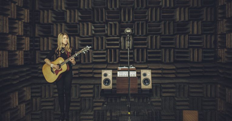 #tech #news  Beatie Wolfe brings her…  |Follow us and subscribe for entertaining videos and more! bit.ly/2n9c2sc @DNR_CREW @HyperRTs #fun