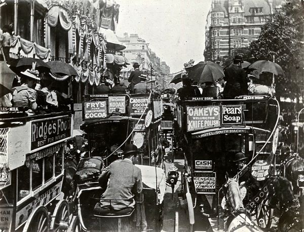 1900: Horse-drawn buses on a hot day in Piccadilly, London