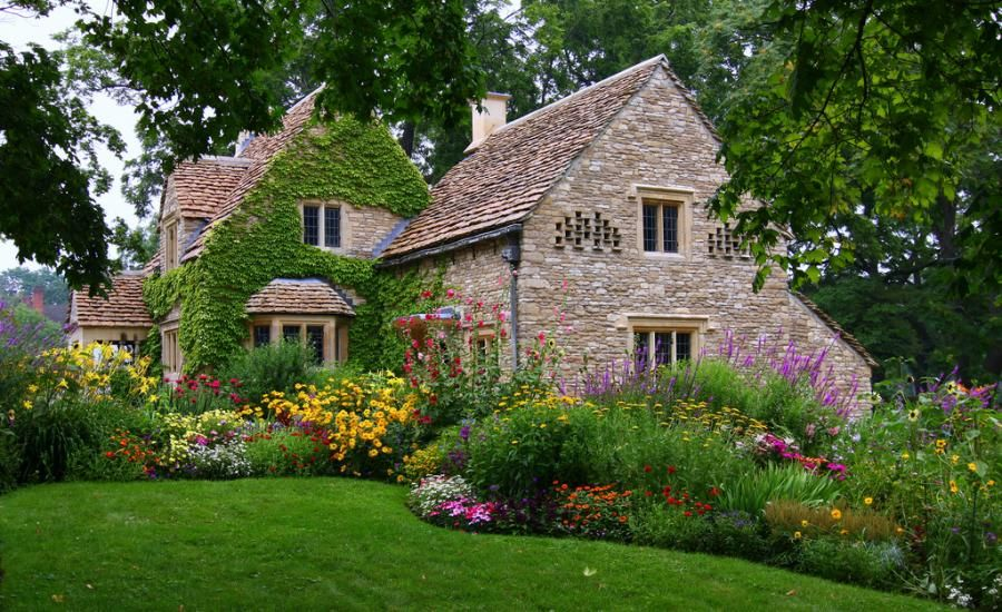 Old English Cottage Beautiful Garden Flowers Picture