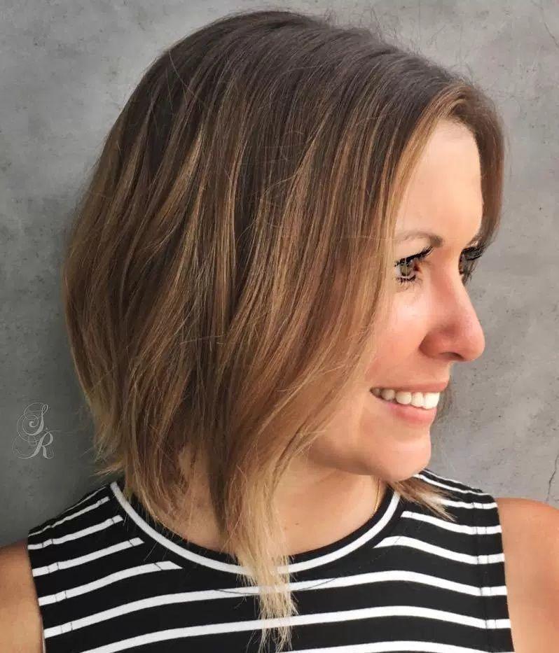 37 Magnifiques Carrées Courtes | Coiffure cheveux epais, Coiffures carré en désordre et Cheveux fins