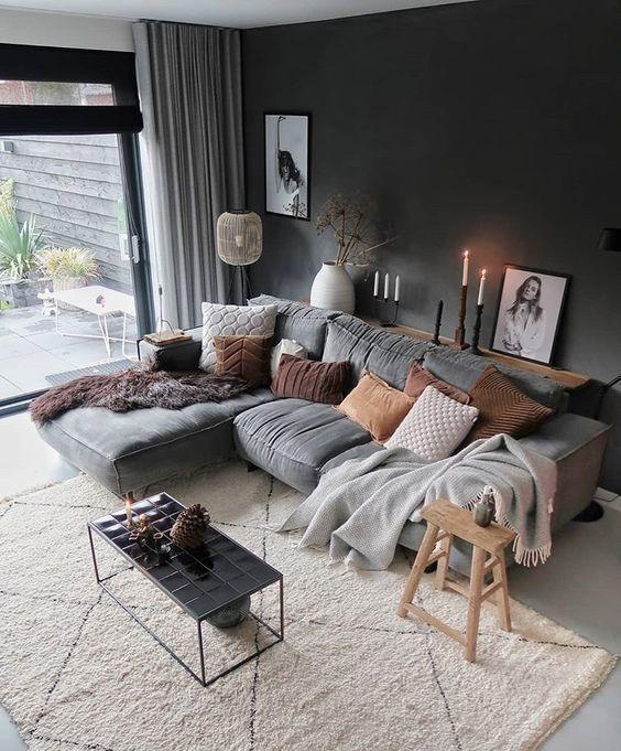 Photo of Moderne woonkamer, Scandinavisch design, grijze bank, grijze muur, beige …,Moderne woonkame…