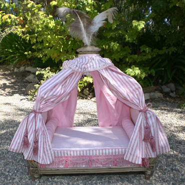 Marie-Antoinette Dog Bed - Pink/Antic White Frame : dog canopy bed - memphite.com