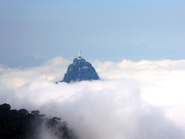 Nevoeiro muda a paisagem do Rio no fim da tarde desta segunda.. LINDO!