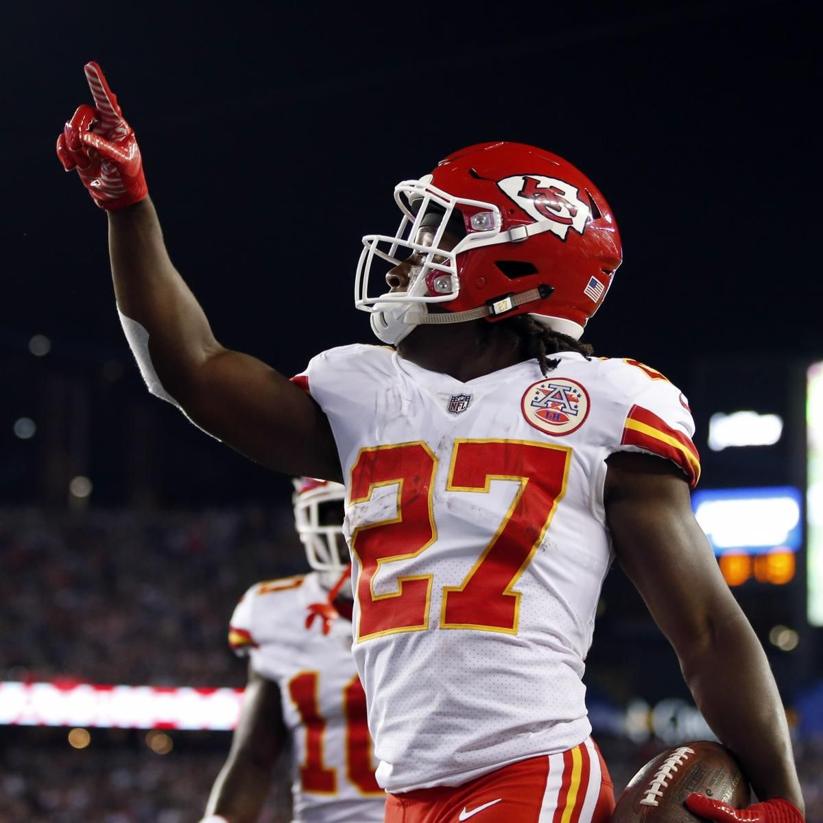 Kareem Hunt Sets Nfl Record With 246 Yards From Scrimmage In Debut Kansas City Chiefs Football Kansas City Chiefs Kansas City Chiefs Apparel