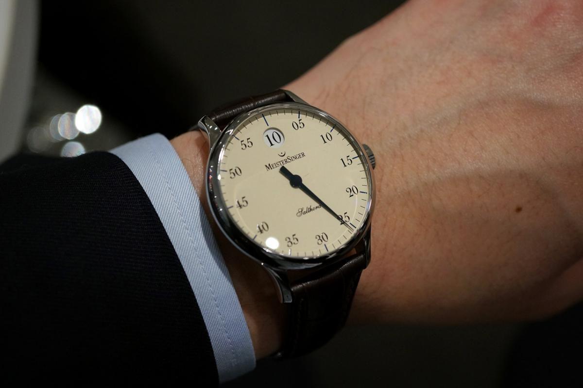 Đồng hồ 1 kim