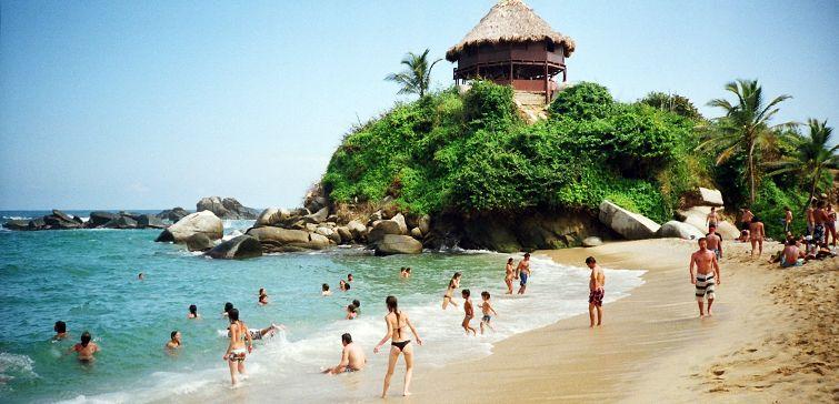 Saiba como é a aventura de sair de Cartagena para conhecer o Parque Tayrona, um das áreas naturais preservadas mais bonitas da Colômbia.