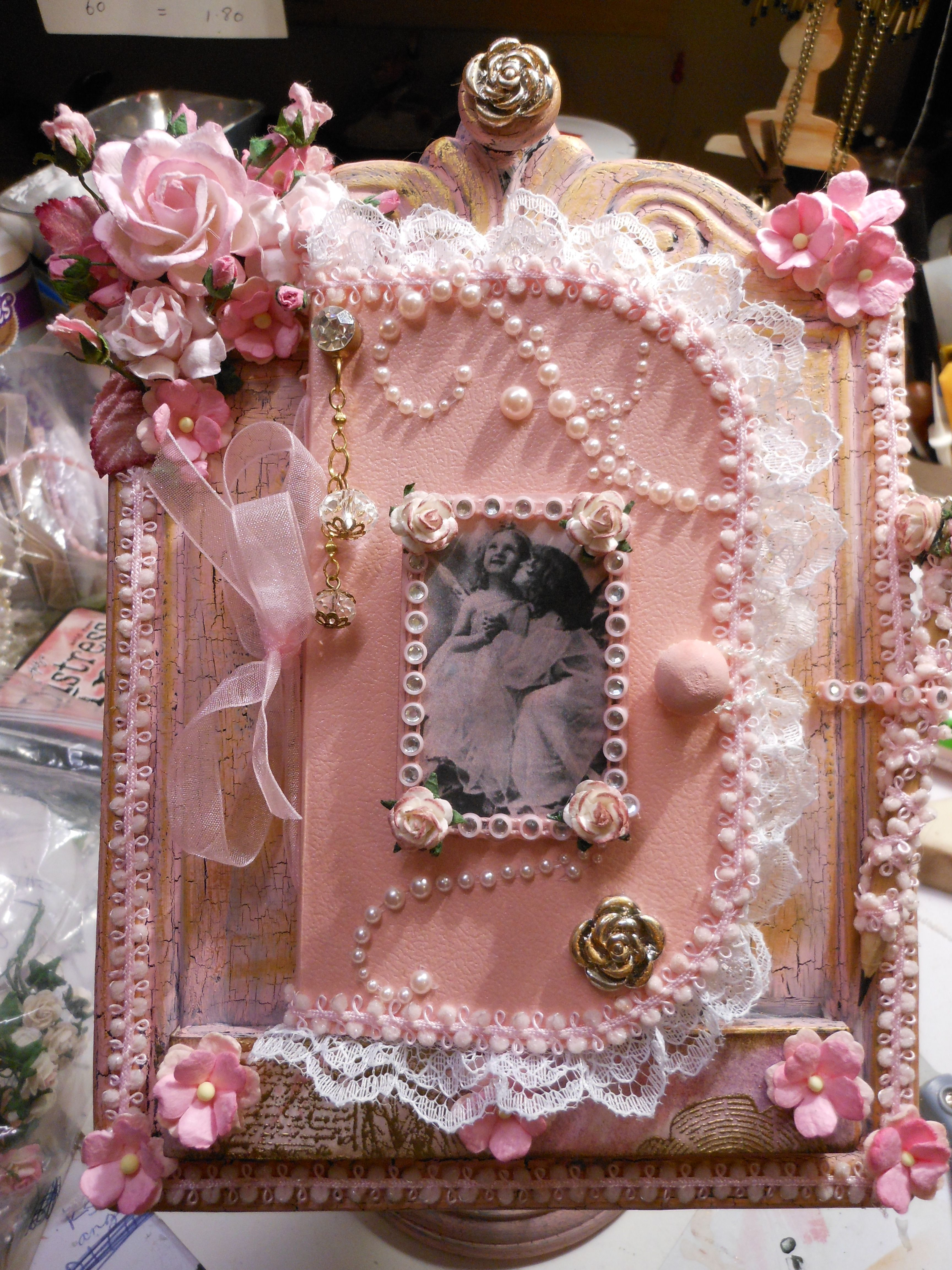 Gorgeous shabby chic book stand - book & pen ♥