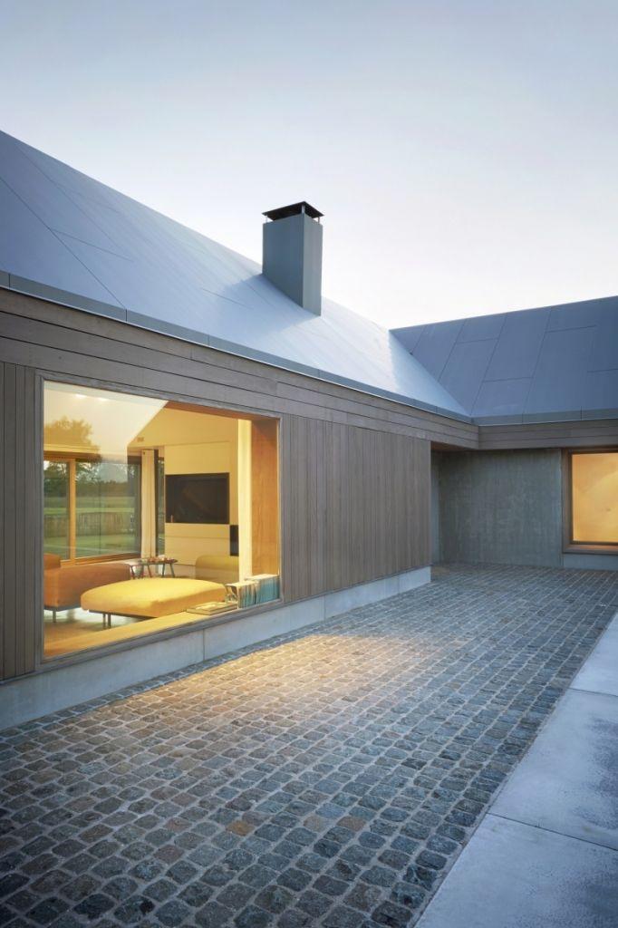 bodentiefe fenster mit blick in das wohnzimmer exterior steep roofs pinterest hus och dr mmar. Black Bedroom Furniture Sets. Home Design Ideas