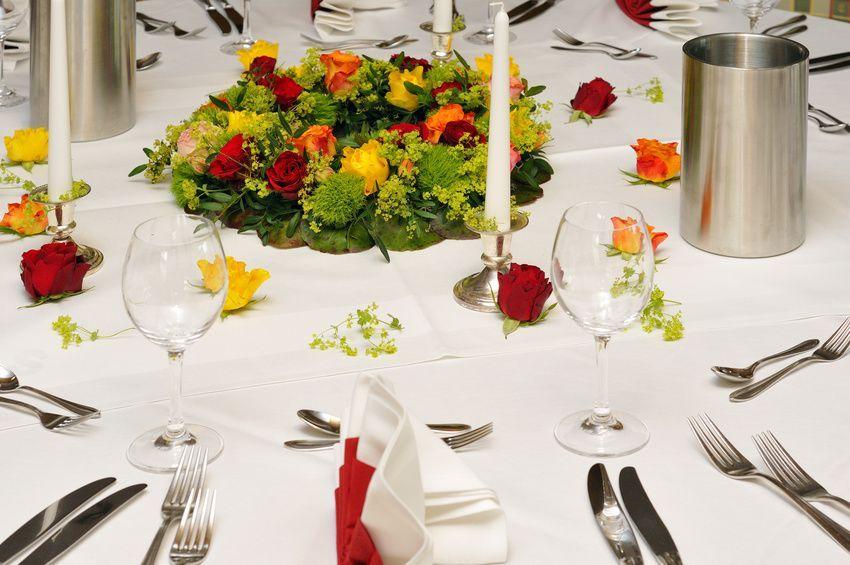 Tisch Blumengesteck In Runder Form Blumenschmuck Fur Hochzeit